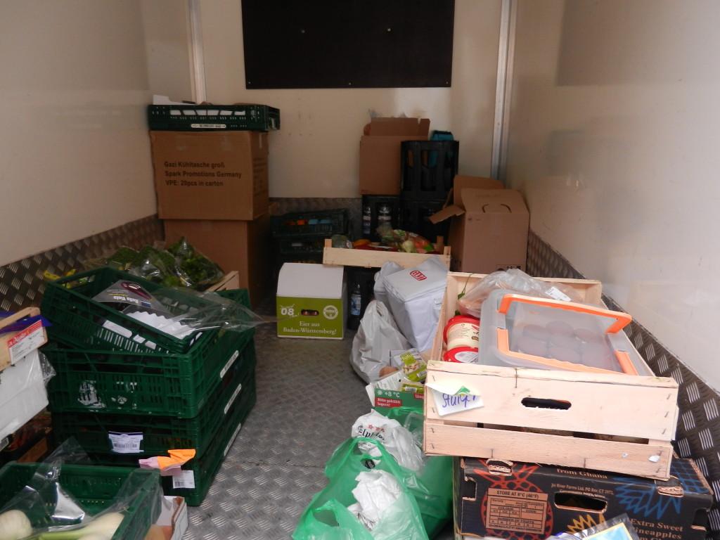 Der Kühlwagen für die Lebensmittel. Obwohl Markus Küchen wirklich gut ausgestattet sind waren die großen Kühlschränke schnell voll.