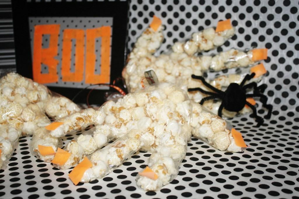 halloween-popcorn-haende