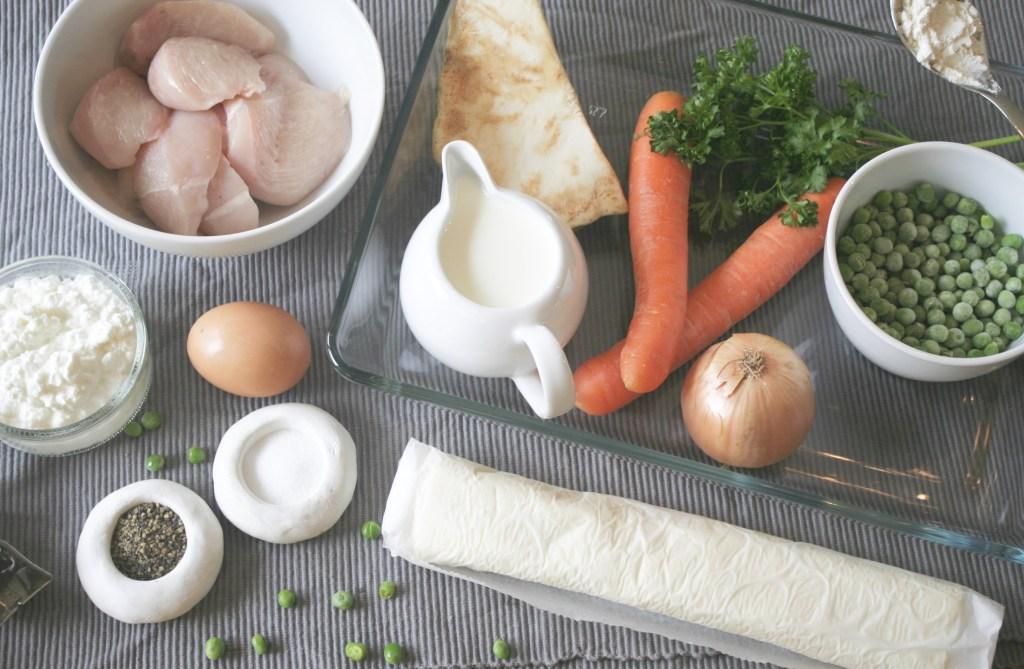 Zutaten für Chicken Pot Pie Hähnchenbrustfilet Hüttenkäse, Gemüse, Sahne, Gewürze
