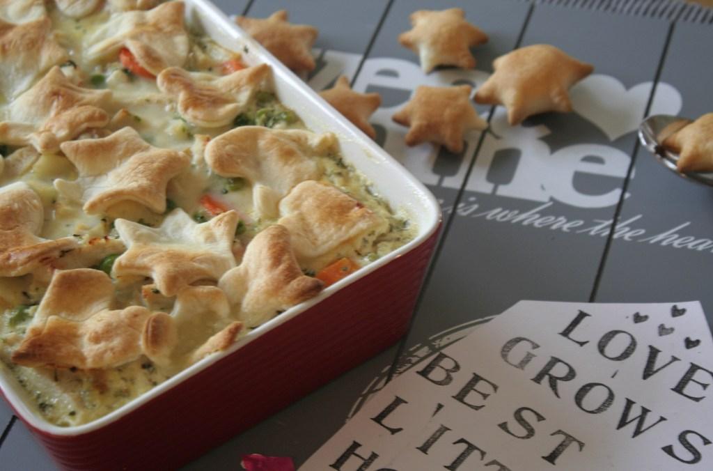 Chicken Pot Pie Hähnchen Auflauf Gemüse Blätterteighaube