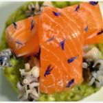 Lachs-Sashimi auf Avocadocreme mit Minicalamares und Mango-Salsa von Melina's Süßes Leben